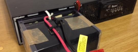 Cómo cambiar las baterías de un SAI Liebert PS1000RT2-230